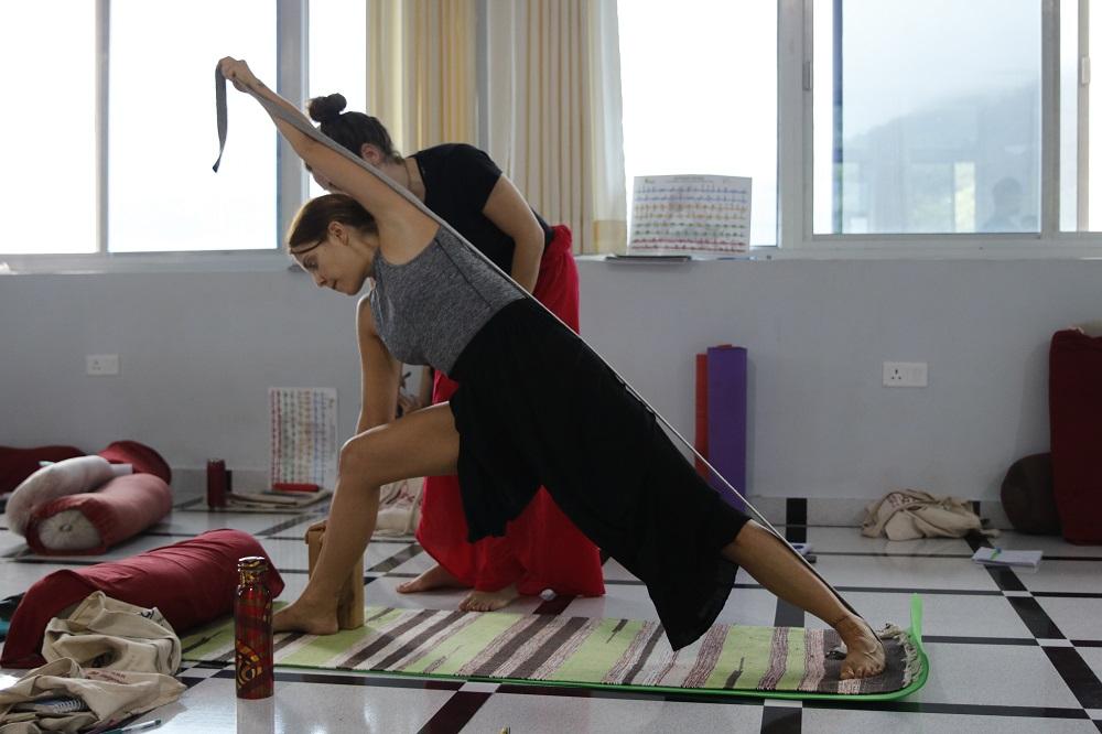 300 Hour Yoga Teacher Training Certification Program In Rishikesh Bookitbee
